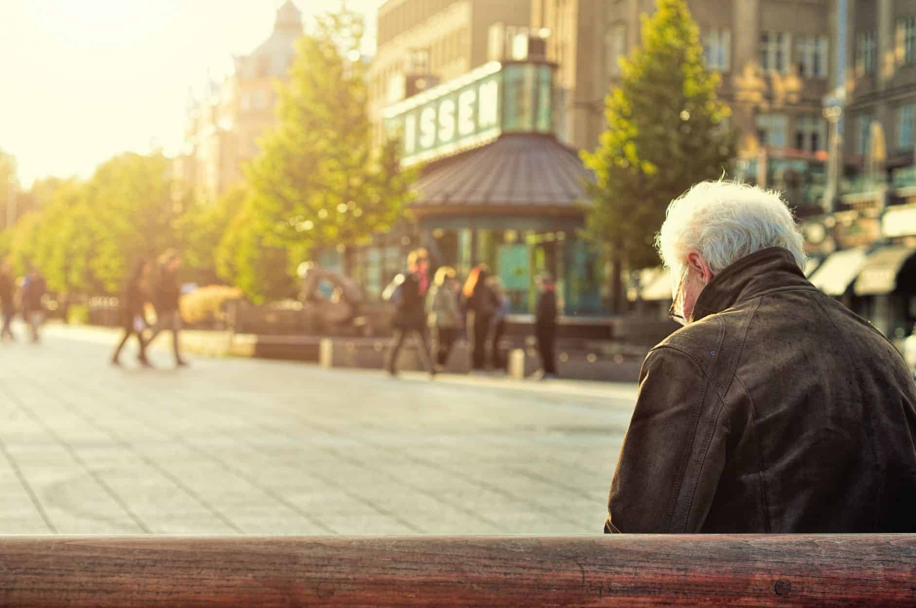 Los Angeles real estate blog - A man on a bench